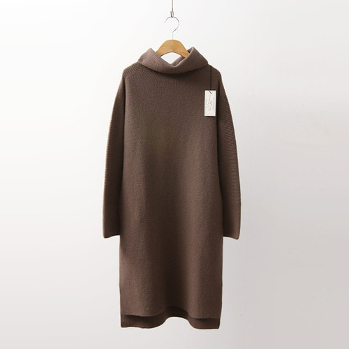Hoega Cashmere Wool Turtleneck Pocket Dress
