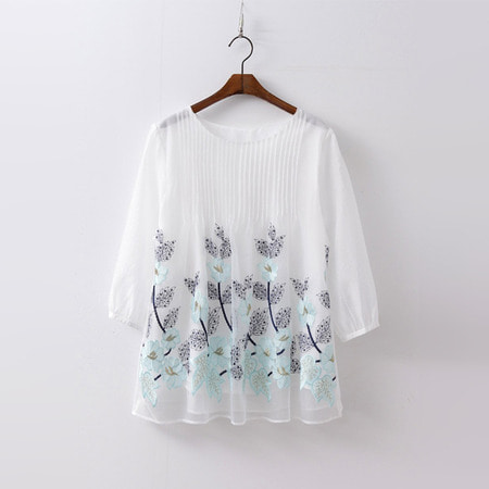 Cha Flower Embroidered Blouse