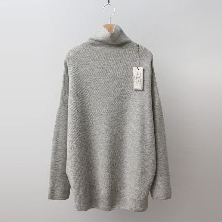 Hoega Cashmere Wool Oblique Turtleneck Sweater